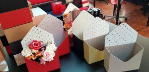 Cutie de lux in forma de plic pentru buchete de flori