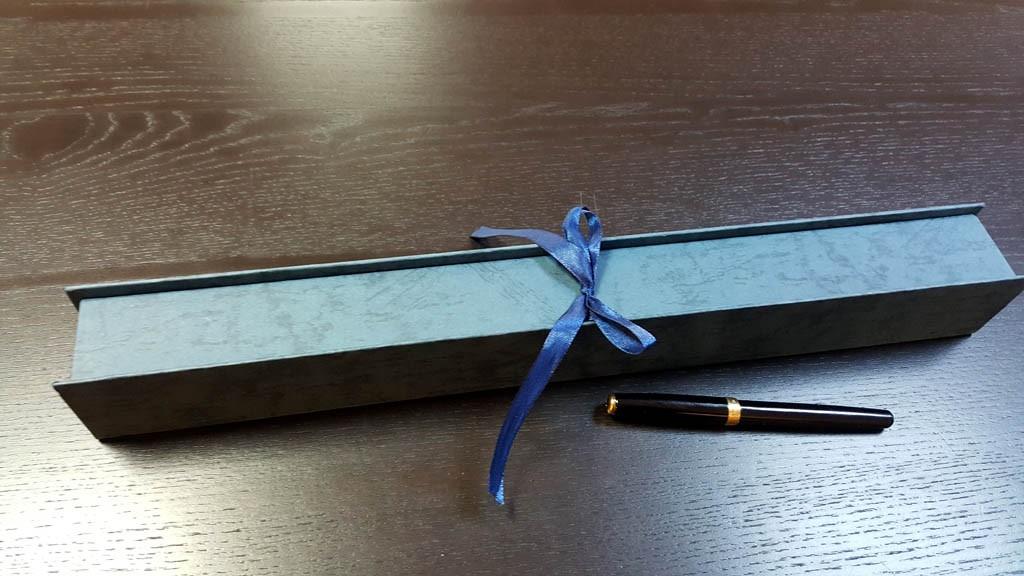 Cutie rigida cu panglica pentru o floare- 7