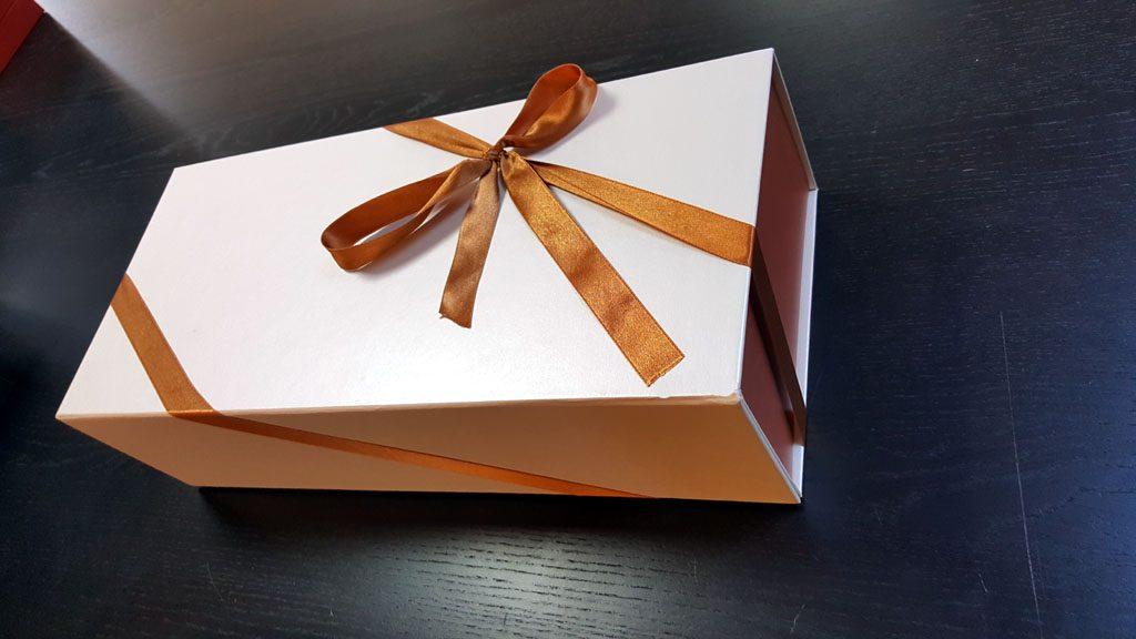 Cutie rigida de lux pliabila pentru papusi, rochii, obiecte de lux etc - 1