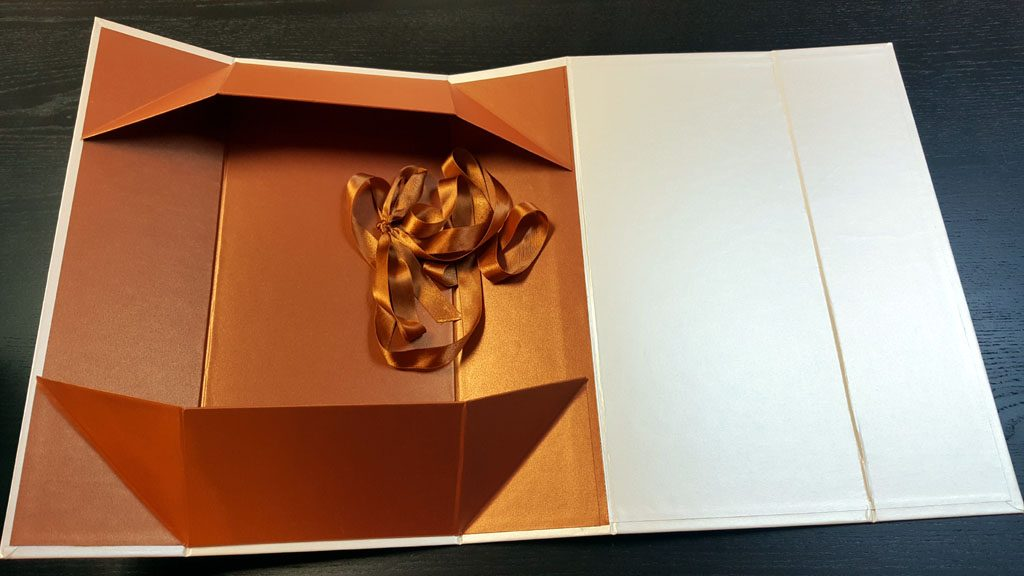 Cutie rigida de lux pliabila pentru papusi, rochii, obiecte de lux etc - 5