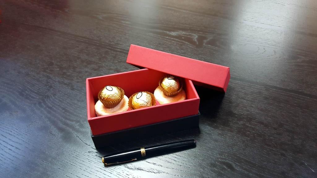 Cutii cu gat din carton dur - 3