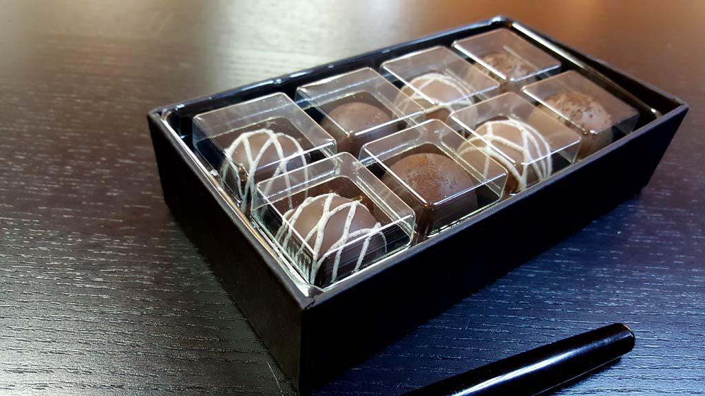 Cutie pentru 8 bomboane - 1