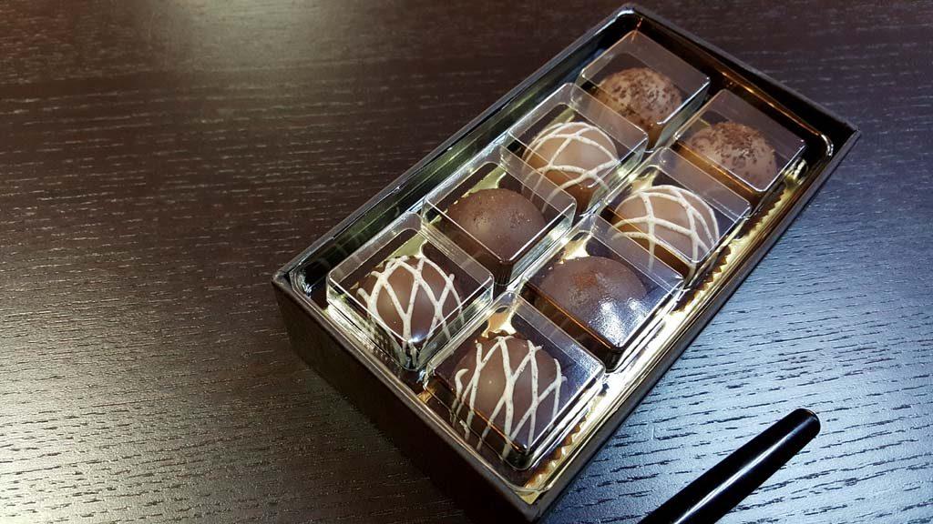 Cutie pentru 8 bomboane - 2
