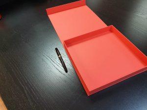 Cutie premium cu magnet pentru plachete (model 6087)